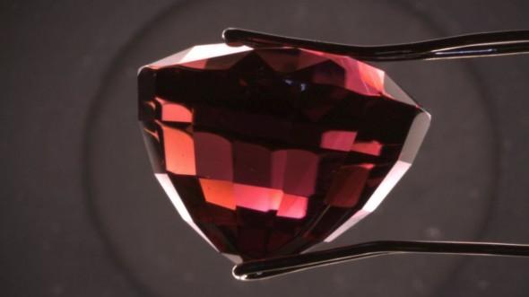 Viața ascunsă a bijuteriilor. Cum recunoști o piatră prețioasă autentică
